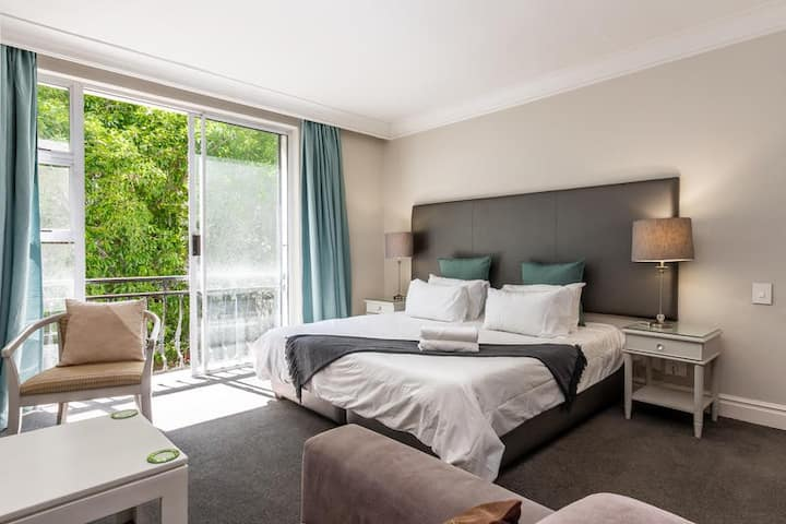★Trendy Apartment in Thibault Square Cape Town★
