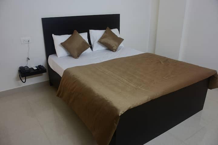 Sagittarius/fully furnished single room
