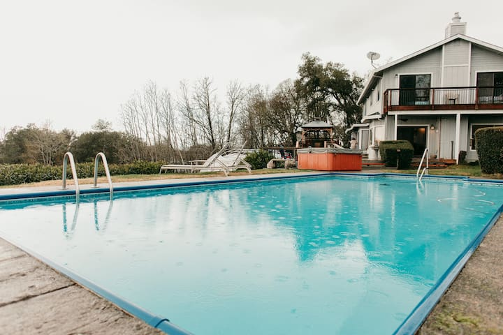 Wine Country Retreat! Location! Pool! Hot Tub!