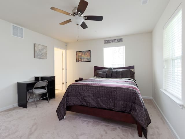 Private Room Conveniently Located in Balt/DC area