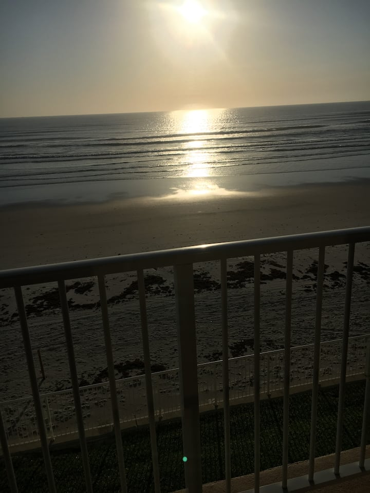 Beautiful oceanfront 2 story townhouse