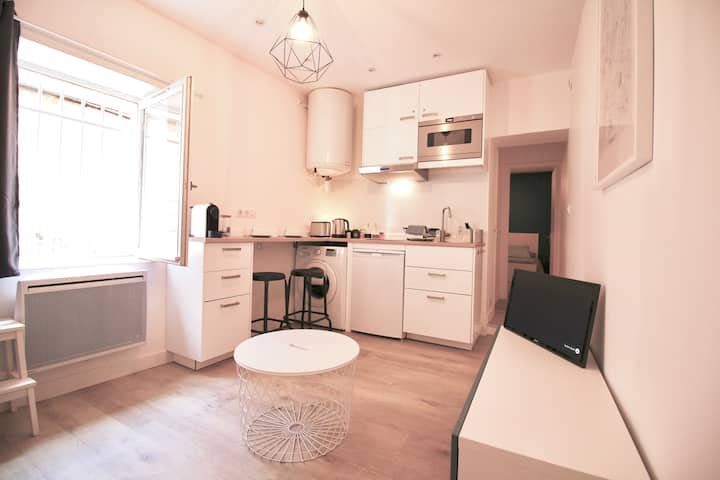 Quiet lovely flat in Saint-Louis district