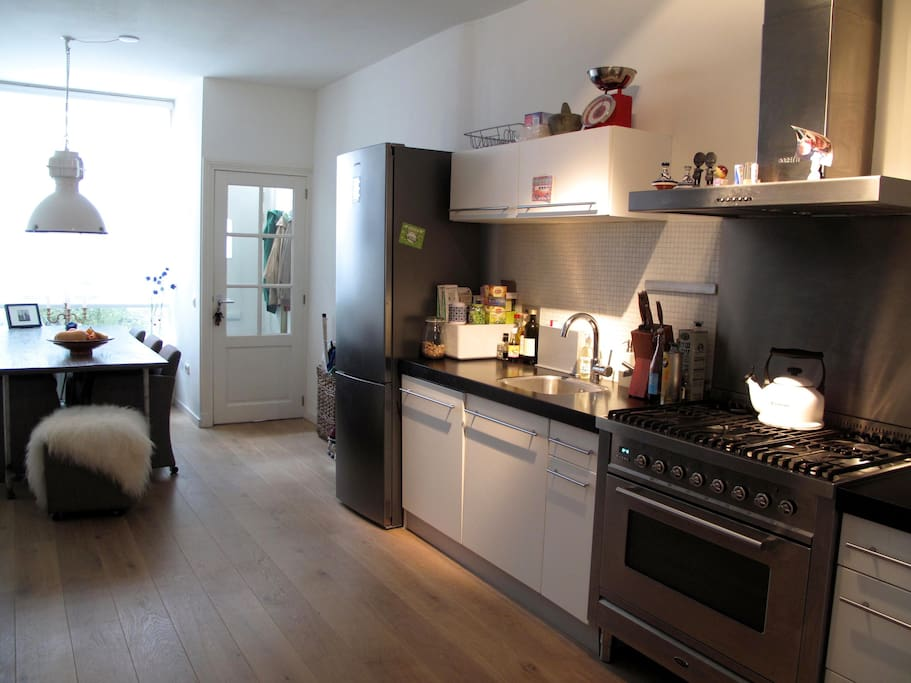 The fully equipped kitchen is ideal to cook a lovely meal