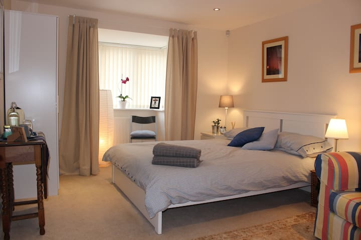 Beautiful quiet double room close to Winchester
