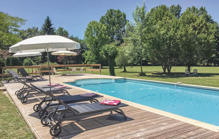 Holiday cottage with 6 bedrooms on 485 m²