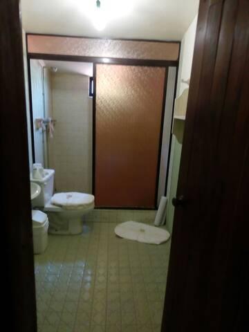 baño privado solo para huéspedes de la recámara