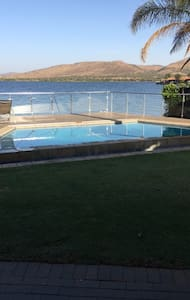 Beautiful 4 BedroomHouse on the Hartebeespoort Dam - Rumah