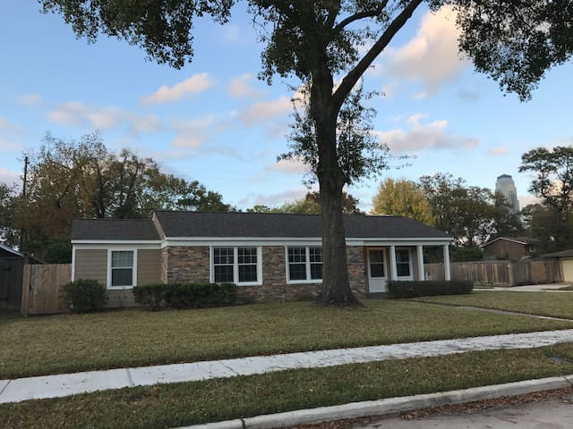 Perfectly located Galleria area house with yard