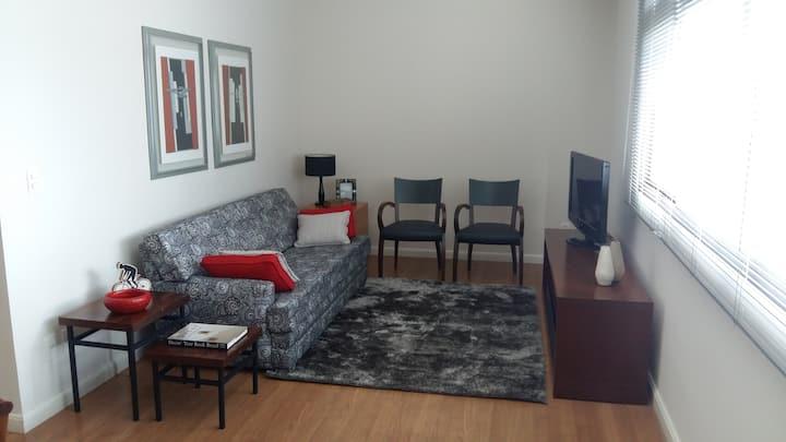 Um dormitório amplo e bem localizado