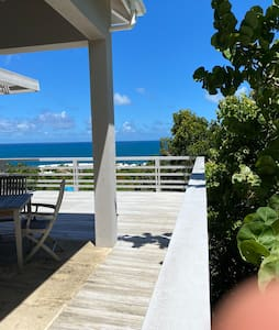 Studio Cottage w/ Stunning View close to Beaches