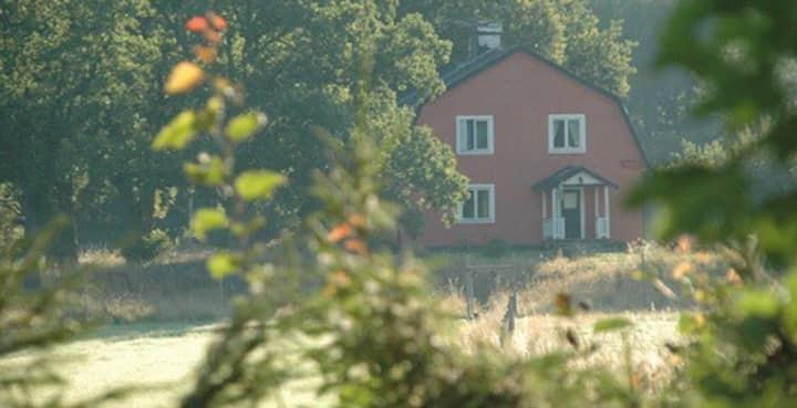 Gomorra- Rymligt hus nära naturen, vilt och vatten