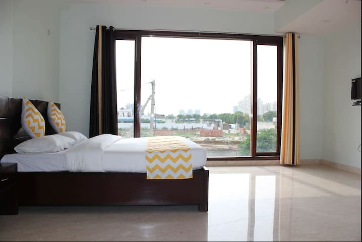 2 pvt rooms in Business hub of Gurgaon @ Sohna Rd