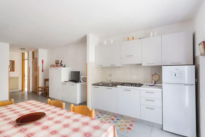 Grande appartamento con 3 camere e 2 bagni