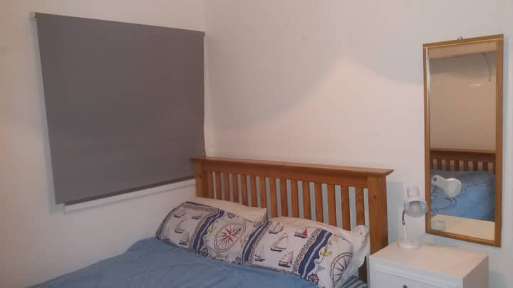 NICE AND SUNNY DOUBLE ROOM. POOLE