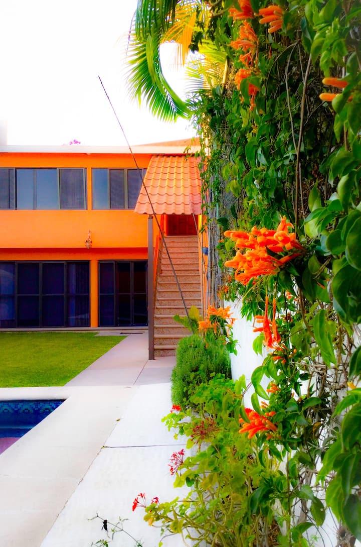 Departamentos Duplex en privada - alberca y jardin