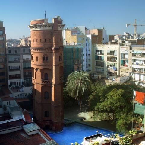 Swiming pool at the eixample La Torre de les Aigües és una torre d'aigua de Barcelona que va ser construïda l'any 1870, obra de l'arquitecte Josep Oriol Mestres i l'enginyer Antoni Darder i la seva funció era la distribució d'aigua potable als primers edificis de l'Eixample. Des del 1987 és un jardí públic. S'hi pot accedir des del carrer de Roger de Llúria, entre el carrer de la Diputació i el carrer del Consell de Cent.