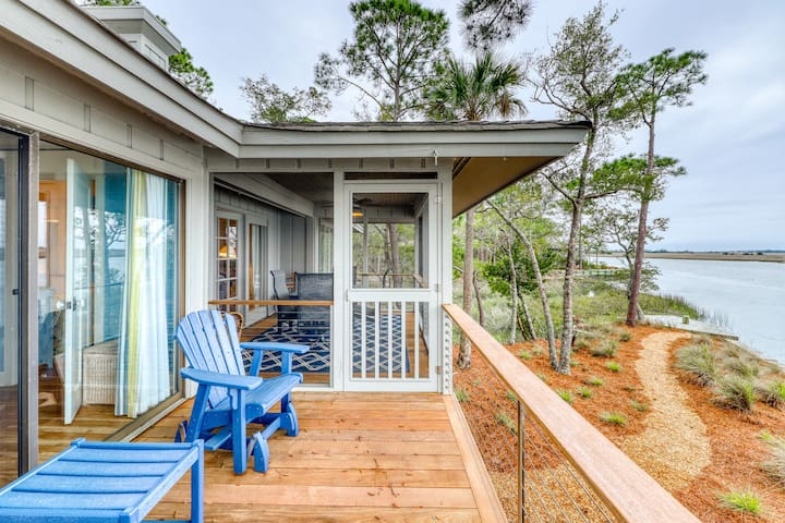 Waterfront cottage w/ a shared pool, river view, & beach access
