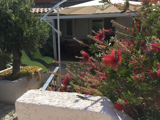 villa provençale avec piscine 8 per - CAP D'AGDE - Huis