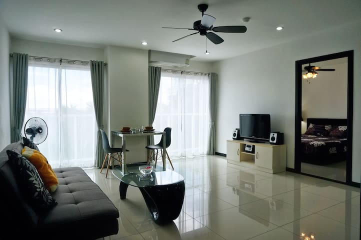 Spacious 1Bed in Pratumnak Hill (with sea view)