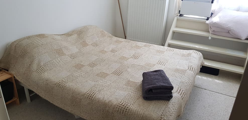 Bed to sleep in centre READ DETAILS BEFORE BOOKING