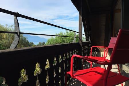 La Petite Vigne: Charm on the Swiss Riviera - Saint-Légier-La Chiésaz - Dům