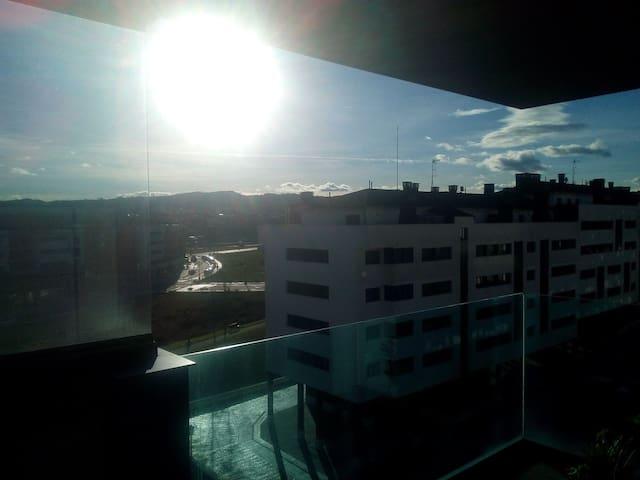 PRECIOSO piso con terraza frente al Hospital HUCA