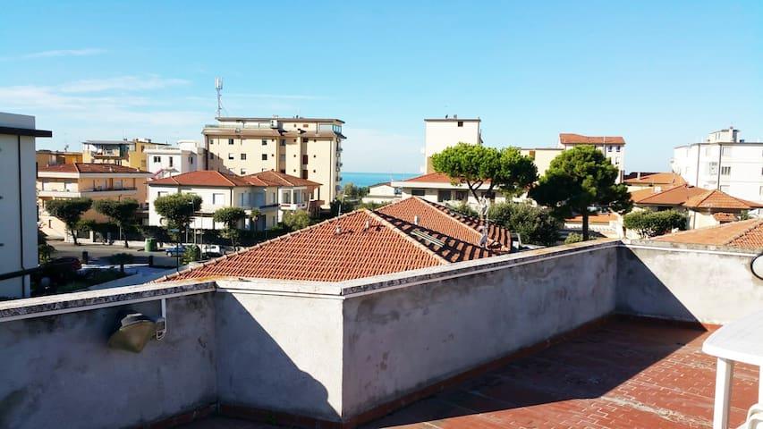 Appartamento GT Lido di Camaiore (50 mt dal mare)