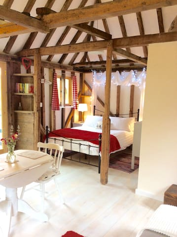 Charming romantic hideaway just outside Canterbury