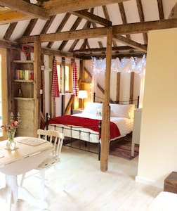 Charming romantic hideaway close to Canterbury