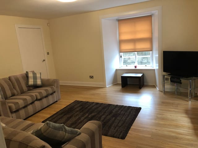 Boutique corner apartment mins to city centre