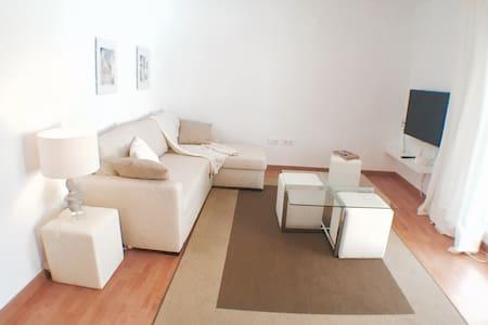 Piso todo nuevo con una super terraza en el puerto - Benalmádena - Apartment
