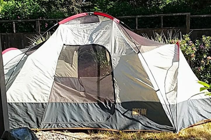 """Large """"Glamping"""" Tent in private backyard"""