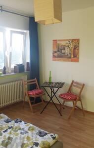 Großes Zimmer nahe Rhein & Bahnlinie - Köln - Apartment - 1