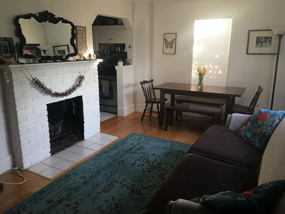 Comfortable living room, with dining table for 6-8