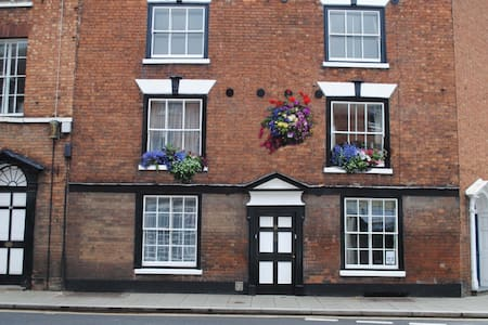 town centre cottage - Tewkesbury