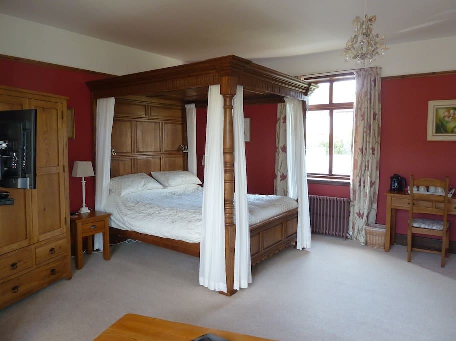 Spacious room - King size bed.