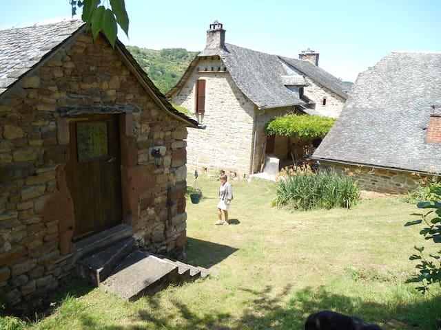 Chambre indépendante Caplong - Bessuéjouls - House