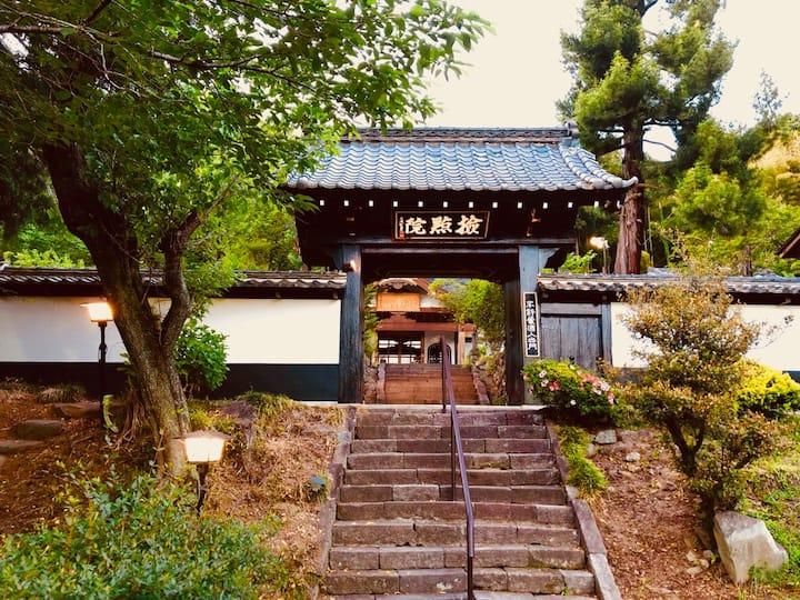 Historic Dragon temple hotel. Enjoy ZEN meditation