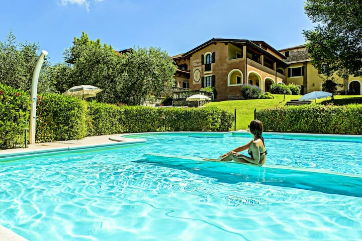 This pleasant residence is situated in Saló, close to the famous Lake Garda