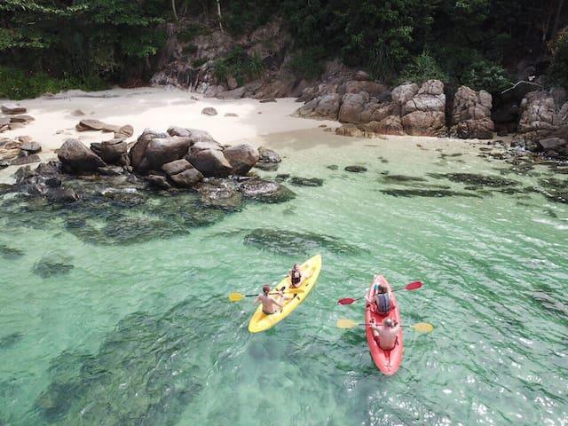 【海景房】拥有自己私人日落海滩、海滩很清澈有珊瑚和小鱼可以直接浮潜、免费使用皮划艇、免费早餐