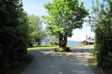 Arbutus Cove Waterfront Guesthouse - Sooke - Bed & Breakfast
