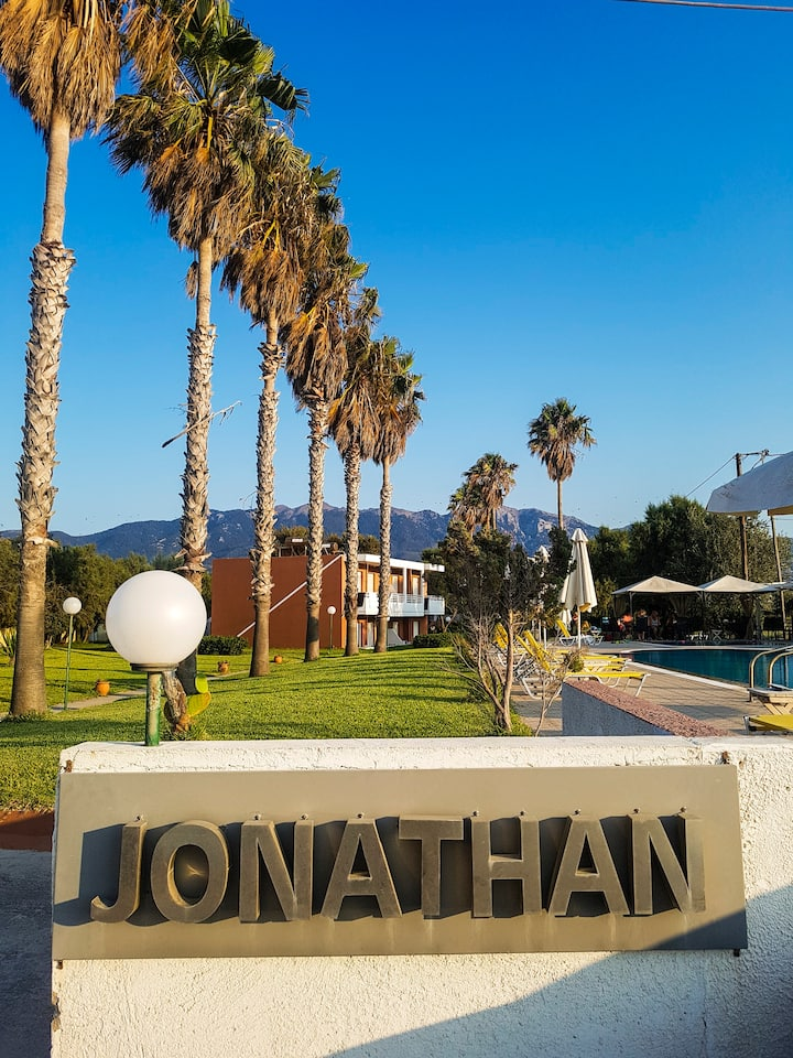 Jonathan Studio Apartment's Sea View room