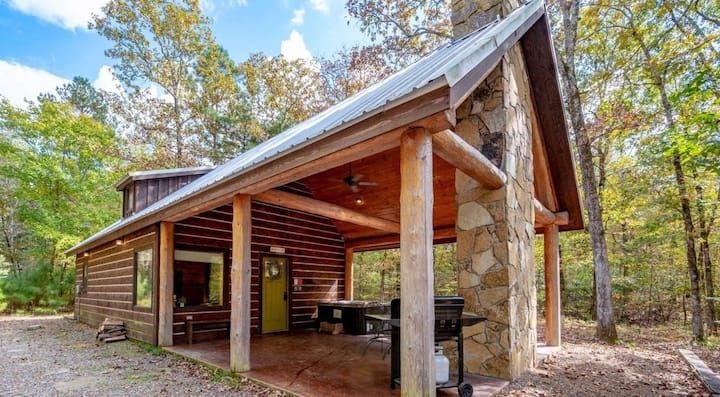 1 Bedroom Luxury cabin with Hot Tub Near Broken Bow Lake