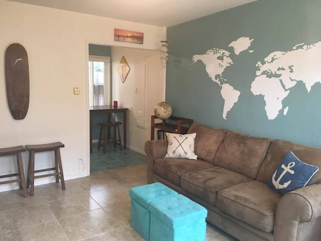 Quaint & Cozy 1-Bedroom Across from Beach (Unit C) - Oceanside