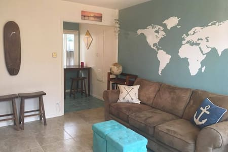 Quaint & Cozy 1-Bedroom Across from Beach (Unit C) - Oceanside - Wohnung