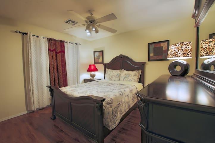 Bedroom 3 _ Queen bed