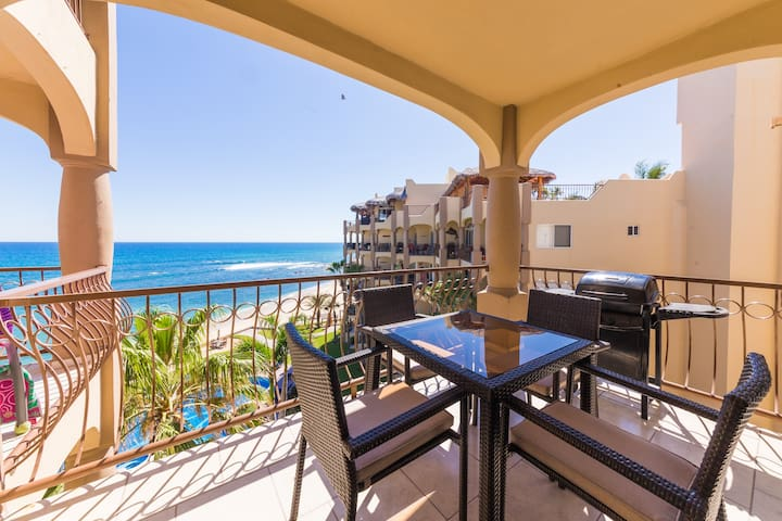 ☀Endless Summer Luxury SURF Condo! ★BEACHFRONT!★