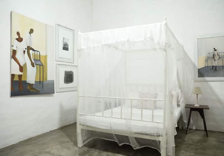 colombo 8. beautiful a/c designer studio