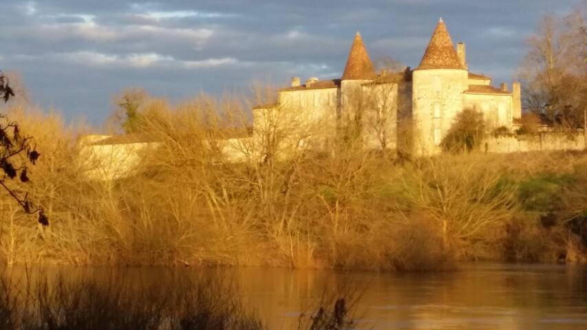 Château  Coeur des Vignes bord de Dordogne