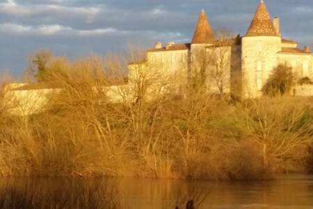 Chateau Bord de Dordogne - Kasteel